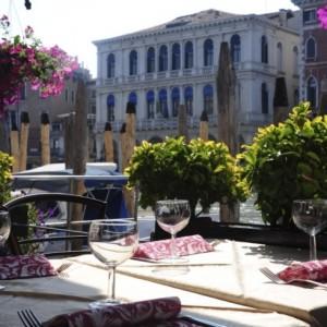 Ristorante Pizzeria Wine Bar Riva del Vin vista canal grande