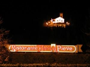 ristorante antica pieve ristorante di sera e pieve illuminata